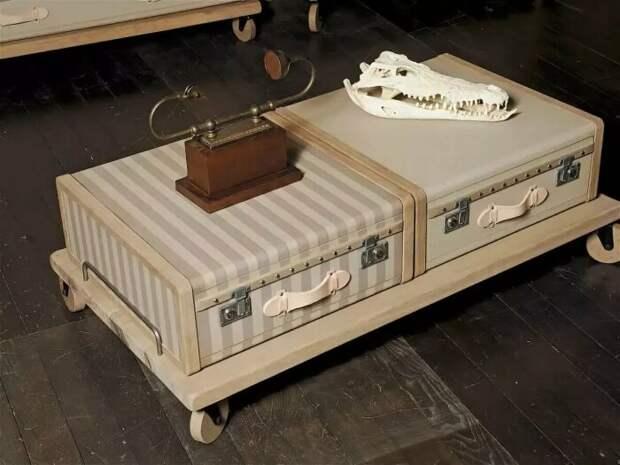 Винтажный столик из чемодана. \ Фото: yandex.ua.