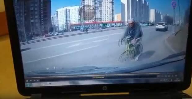 Велосипедист в Митине «не проскочил» перед автомобилем