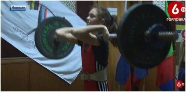 В Горловке проходит открытое первенство ДНР по тяжелой атлетике