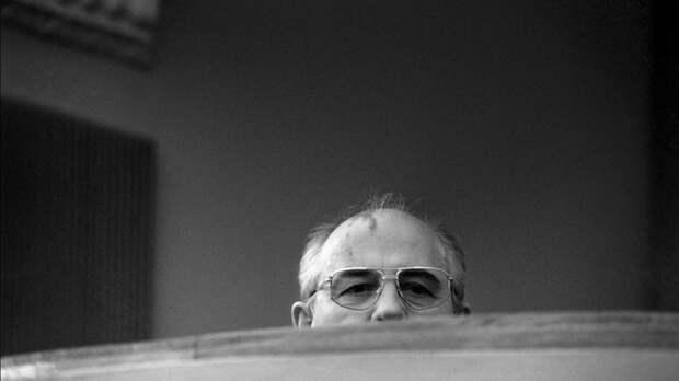 Горбачев в угоду США чуть не похоронил «бабушку» российских «Искандеров»