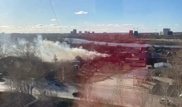 Наулице Астраханской вТюмени произошло возгорание вжилом доме