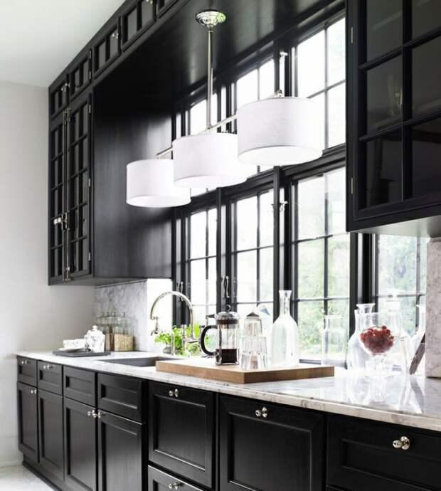 Выбрать буфеты для кухни с современным интерьером также возможно