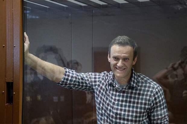«Кремль всех расчехлил». Навальный в письме из колонии призвал соратников «жестить и работать без оглядки»