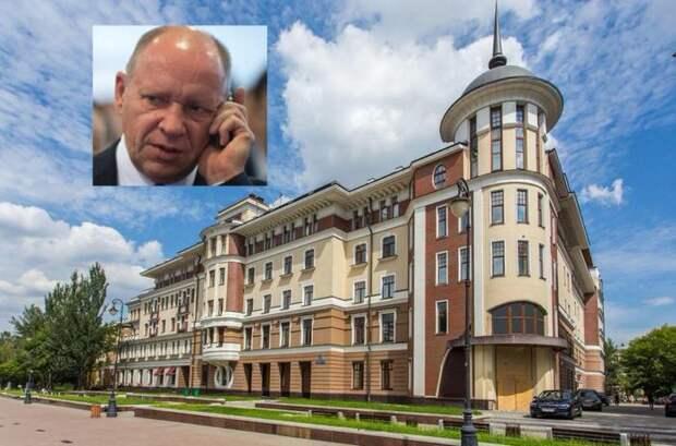Семейные ценности. Замглавы АП Алексей Громов оформил на 84-летнюю родственницу квартиры за полмиллиарда