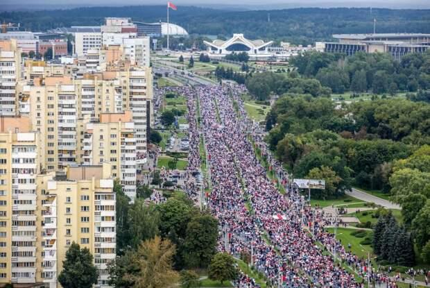 7 главных событий выходных: Депардье принял православие, в Минске опять протесты