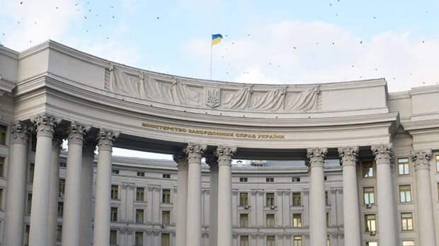 Киев объявил советника посольства РФ персоной нон грата