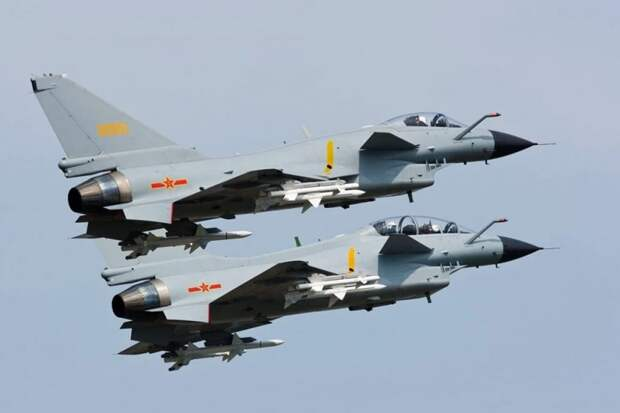 Китай отправил 13 боевых самолетов на Тайвань в ответ на маневры авианосца США