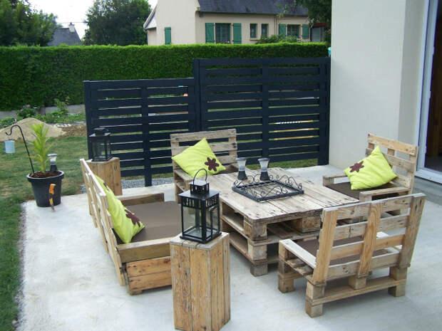 Комплект садовой мебели. | Фото: DIY & Crafts.