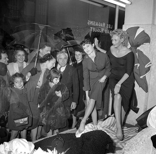 Париж, 1954 год