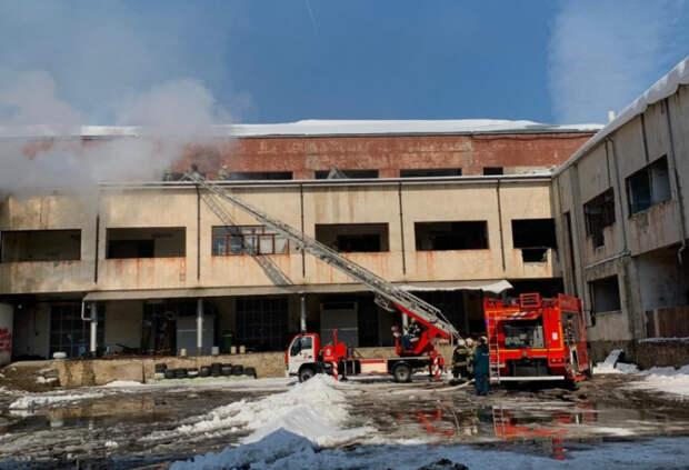 В Краснодаре потушили пожар в здании по улице Седина