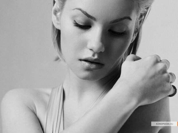 Актриса Элиши Катбер во всей своей красе.