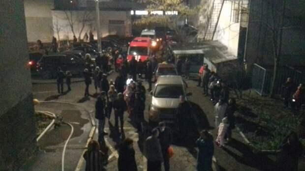 В Симферополе из многоэтажки эвакуировали почти полсотни человек из-за пожара