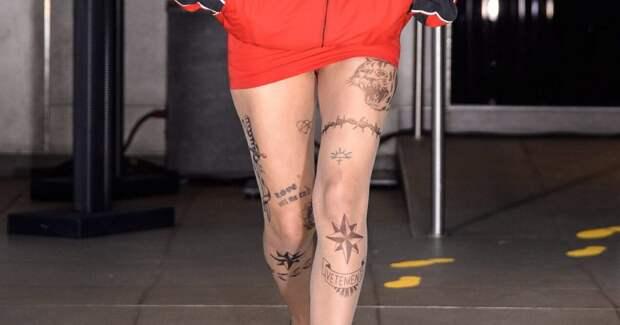 Для самых дерзких дам: Vetements выпустили колготки с наколками зеков