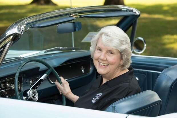 Нетерпеливый дилер продал автомобиль за два дня до премьеры на автошоу в Нью-Йорке 17 апреля 1964 года. ford, ford mustang, mustang, авто, автомобили, кабриолет, олдтаймер, ретро авто