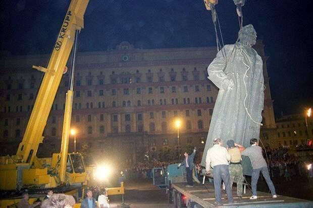 Захар Прилепин. Почему памятник Дзержинскому должен быть возвращен на постамент