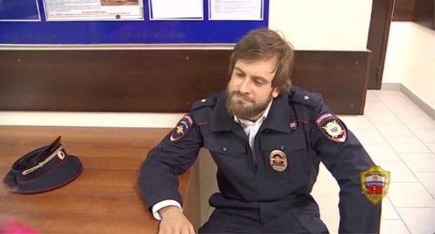 Весеннее обострение - скандалист Верзилов вышел из дома в полицейской форме
