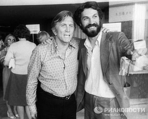 Кирк Дуглас, 1977