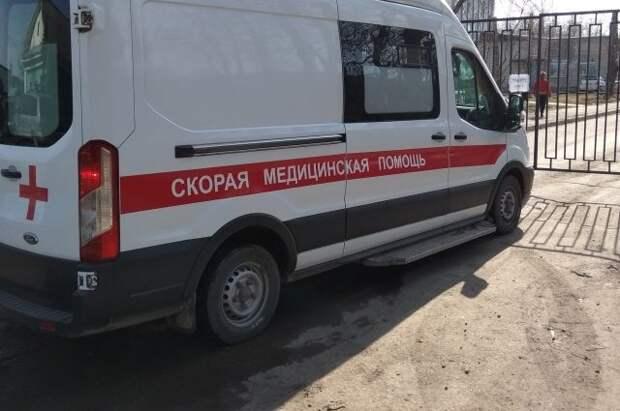 В Томске шестилетняя девочка выпала из окна жилого дома и выжила