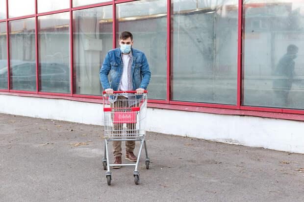 В Москве закрыли 62 магазина за нарушение масочного режима