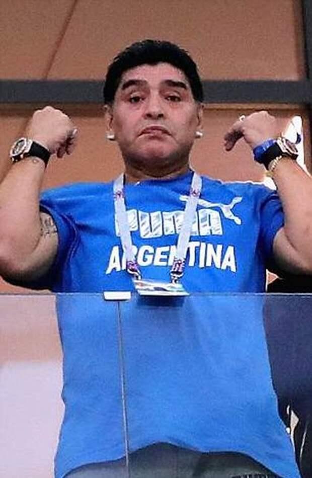 Диего Марадона на матче Аргентина - Хорватия (10 фото)
