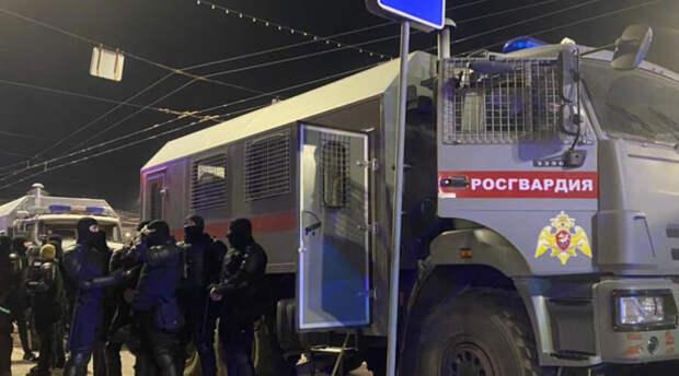В городах России противников Владимира Путина задерживал люди в штатском