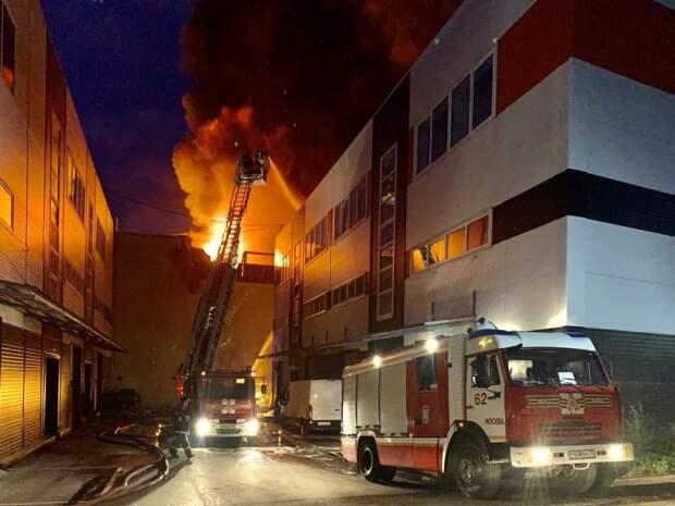 Крупный пожар ликвидировали сегодня ночью в Марьине