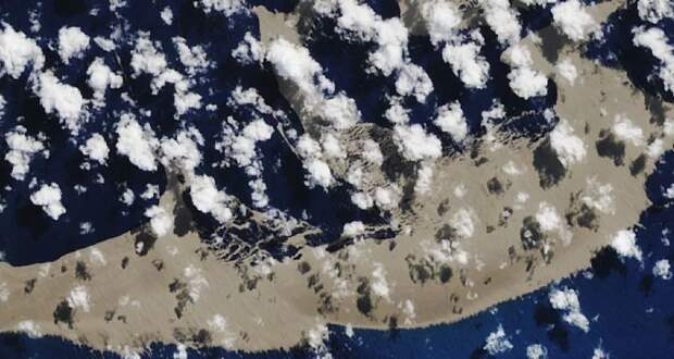 Извергнутые подводным вулканом камни добрались до Австралии