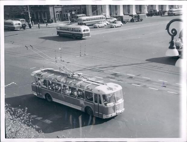 1956. Москва. Новые городские троллейбусы