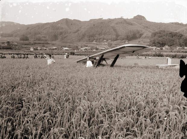 Glider in Field & Children, 1930s Japan