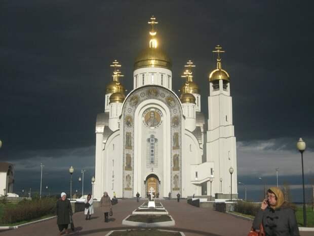 Почему на крестах православных храмов есть полумесяцы
