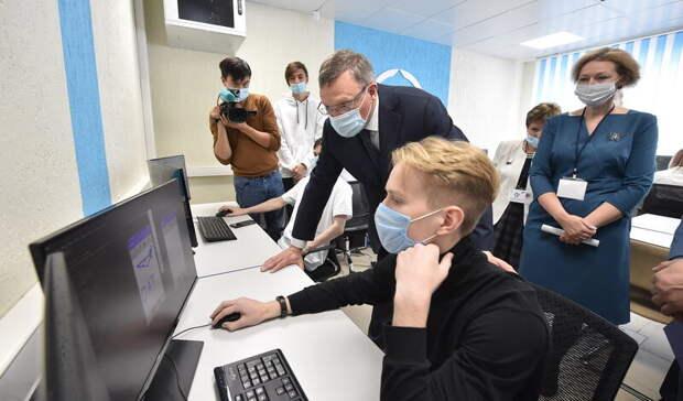 Бурков побывал наоткрытии новых IT-мастерских вОмском авиационном колледже