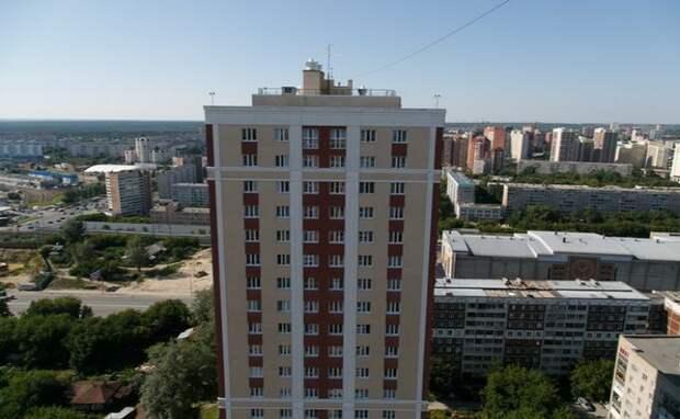 Давал взаймы и забирал квартиры мошенник в Новосибирске