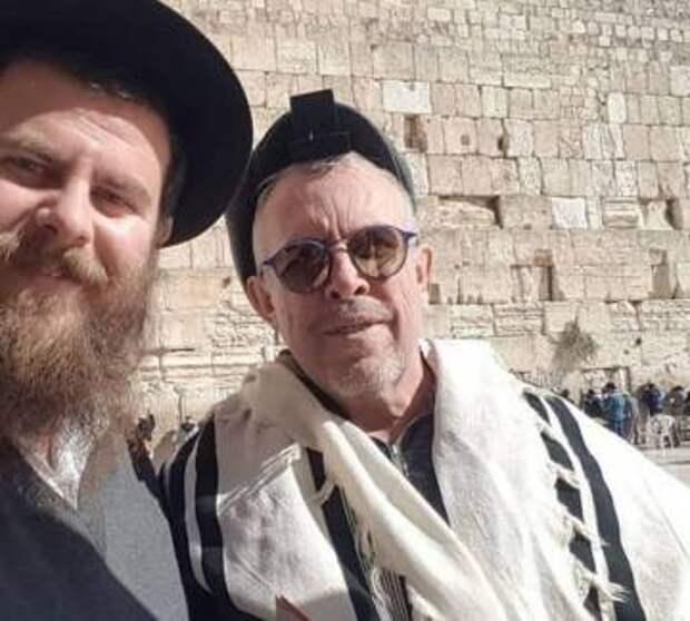 Все, кроме евреев и американцев: Макаревич рассказал кому надо ползать на коленях