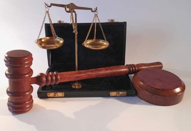 Кадастровика из Севастополя признали виновным в получении взятки
