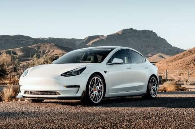 В Техасе в ДТП с участием электромобиля Tesla погибли два человека