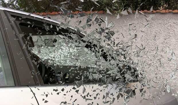 Водитель пострадал влобовой автоаварии вРостове