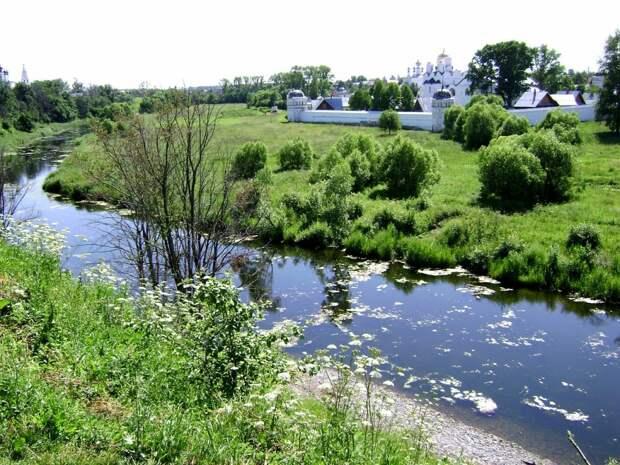 Суздаль - город прославленный издавна своими христианскими святынями