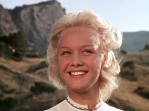 Кадр из фильма *Девушка с маяка*, 1956 | Фото: kino-teatr.ru