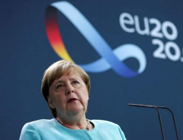 Канцлер Германии Ангела Меркель общается с прессой в Берлине, 19 августа 2020 года. Michael Sohn/Pool via REUTERS