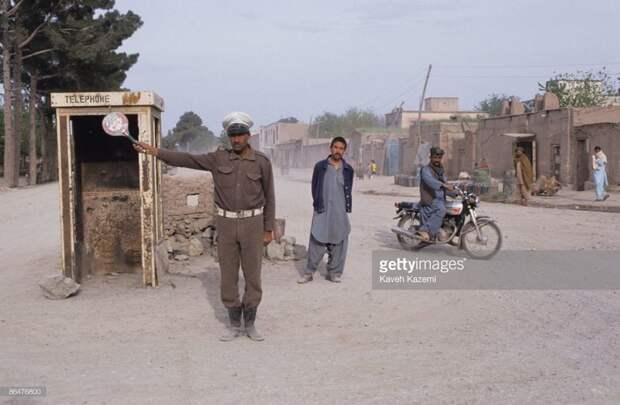 А это Герат эпохи афганского пост-апокалипсиса, 1992: 1992, СССР, дорожное движение, капиталистические страны, прошлый век, соц. страны, страны третьего мира, улицы