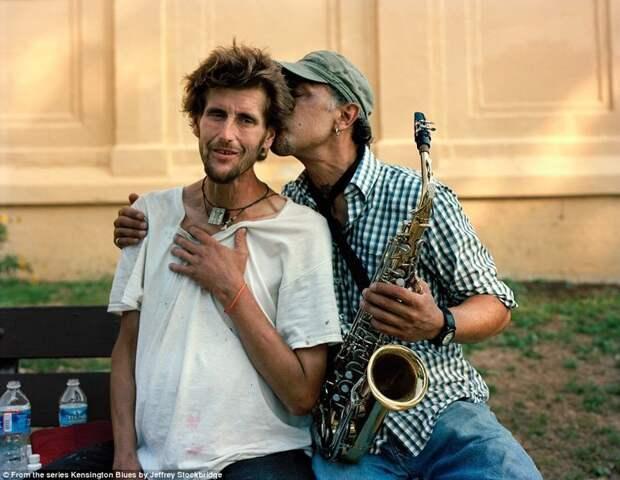 Тот же Мэтт Нил (слева) на фотографии Джеффри Стокбриджа 2012 года америка, люди, наркомания, наркоманы, сша, уличные фотографы, фото, фотограф