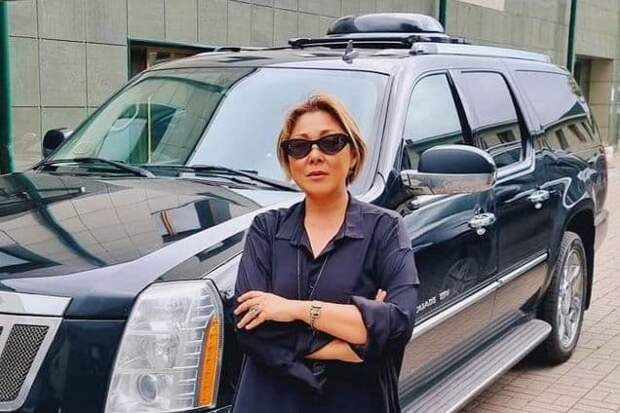 Анита Цой распродает личный автопарк