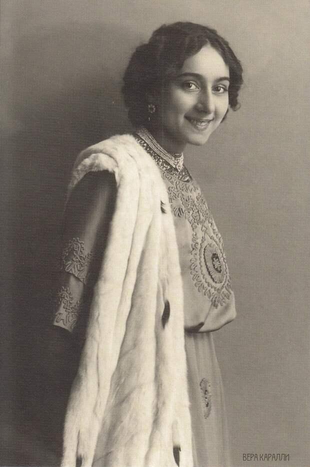 Как ни странно, дорогу на сцену ей открыла революция. Вынужденная эмигрировать, Каралли в 1919–1920 годах выступала в Русском балете Дягилева, затем в различных труппах Европы и США