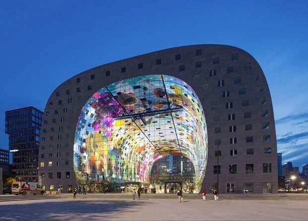 Как выглядит цифровая фреска на невероятном футуристическом здании рынка Роттердама