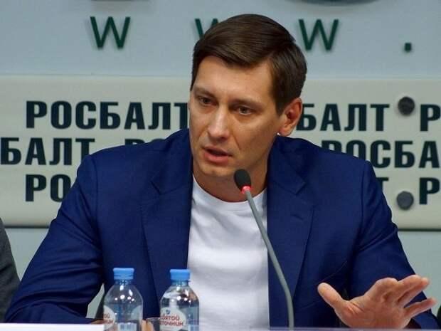 Дмитрий Гудков сообщил о визите полиции к нему домой