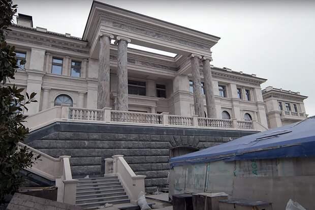 «Дворец Путина» под Геленджиком оказался строящимся апарт-отелем