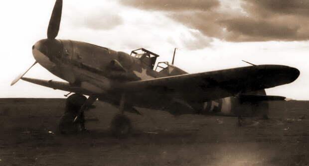 Истребитель «Мессершмитт» Bf 109G-6 из хорватской эскадрильи 15.(Kroat)/JG 52, Крым, осень-зима 1943–1944 гг. Самолёты подразделения можно было легко отличить по хорошо заметной эмблеме с национальной красно-белой шашечной доской - Сава и Мартын | Военно-исторический портал Warspot.ru