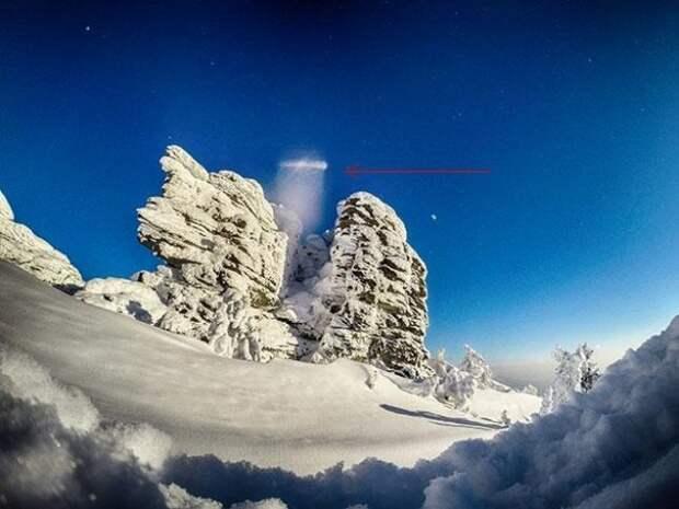 В Кузбассе над священной горой заметили изменяющий форму НЛО