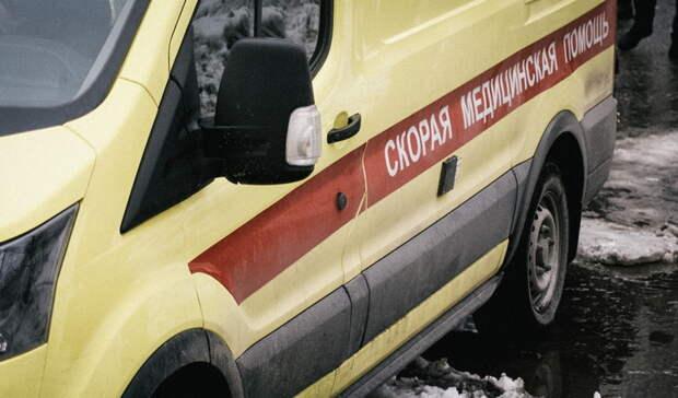Автохам подрезал «скорую» сбеременной женщиной вЕкатеринбурге
