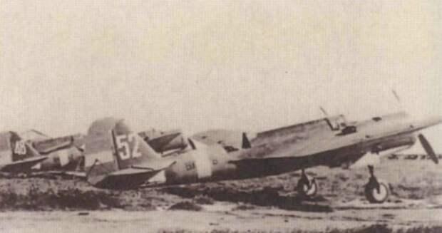 Скоростные бомбрадировщики на аэродроме в Испании